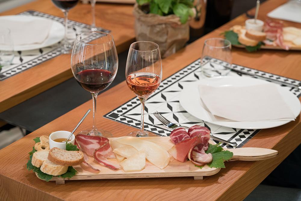 Masseria Amastuola: degustazione vini base con supplemento food