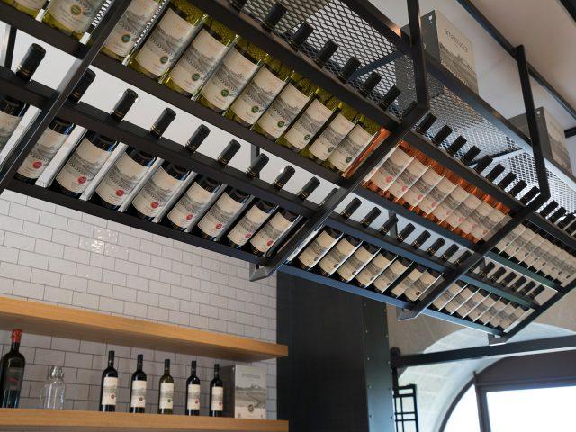 Masseria Amastuola: dettaglio vini zona bar